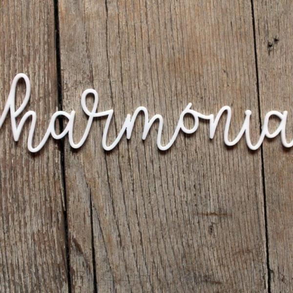 Harmónia | chipboard címfelirat