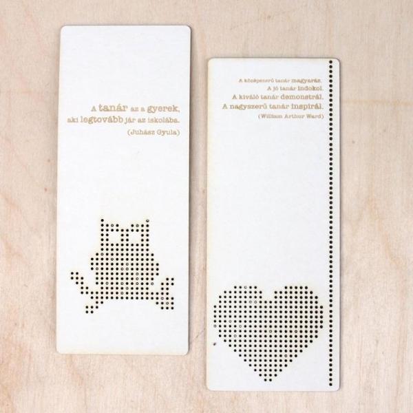 A tanár az a gyerek.. gravíros könyvjelzők   hímezhető chipboard