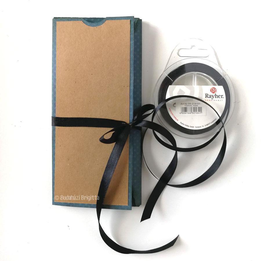 Fiús ajándékcsomagolás scrapbooktechnikával - Scrapbook Webáruház